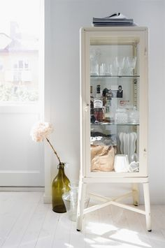 1000 ideas about display cabinets on pinterest glass display cabinets cabinets and. Black Bedroom Furniture Sets. Home Design Ideas