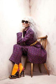 grey best dressed list 2012 Love this look! Daphne Selfe - Photographed by Brendan FreemanLove this look! Daphne Selfe - Photographed by Brendan Freeman Daphne Selfe, Look Fashion, Womens Fashion, Unique Fashion Style, Moda Paris, Advanced Style, Ageless Beauty, Inspiration Mode, Going Gray