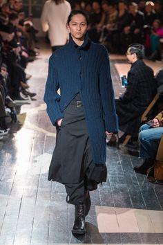 ヨウジヤマモト 2016年秋冬メンズコレクション - 肉体を服でビルドアップ、宮沢りえのイラスト登場   ファッションプレス