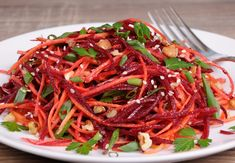 A salad doesn't have to be a bowl full of lettuce. Try these lettuce-free salad recipes, which incorporate your favorite salad add-ins. Vegetarian Cooking, Healthy Cooking, Raw Food Recipes, Salad Recipes, Chefs, Lithuanian Recipes, Lithuanian Food, Poached Chicken, Salad Topping