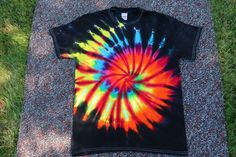 Tie dye inspired by nature. Bleach Tie Dye, Tye Dye, Bleach Pen, Diy Tie Dye Shirts, Diy Shirt, Diy Tank, Tie Dye Crafts, Diy Crafts, Textile Dyeing
