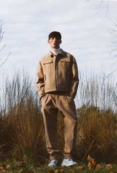 obviously this is a guy, but I like his outfit, the idea of putting all beige on sand too would be cool.
