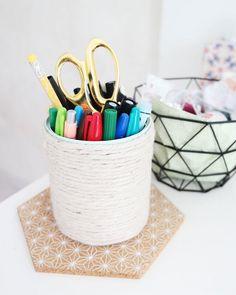 DIY récup : faire un pot à crayons avec une boite de conserve.     DIY Recovery: Make a pencil pot with a tin.