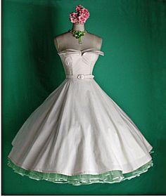 lovin the vintage dresses.