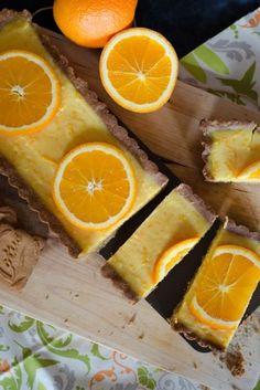 Il y a des fois des improvisations qui donnent des résultats géniaux! C'est le cas de cette tarte orange & spéculoos. En farfouillant dans les tiroirs bien remplis de ma cuisine, je suis tombée sur des spéculoos, qui se sont retrouvés sur la table de...