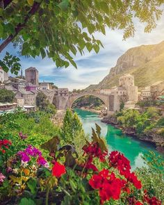 Red bull competition jump from old Bridge of Mostar Best Places To Travel, Vacation Places, Dream Vacations, Places To See, Wonderful Places, Beautiful Places, Saint Marin, Bósnia E Herzegovina, Voyage Europe