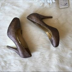 ❗️LAST CHANCE ❗️Steve Madden Glitter Pumps Never worn, new with tags! So stunning in person! 4 inch heel. NO TRADES PLEASE Steve Madden Shoes Heels