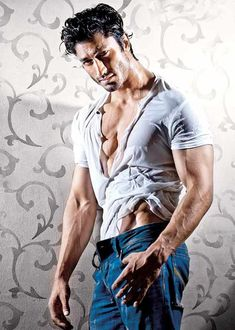 Vidyut Jamwal has done amazing stunts in the movie, all by himself.