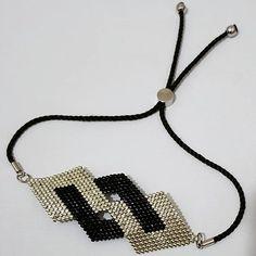 Siyah&Beyaz Aşk♥ Black & White Love ♥ the that Woven Bracelets, Seed Bead Bracelets, Seed Bead Jewelry, Beaded Jewelry, Beaded Necklace, Bead Loom Patterns, Bracelet Patterns, Handmade Beads, Handmade Jewelry