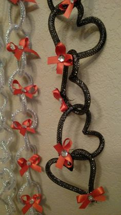 Silver black and orange ribbons. Designed by Crafty bug Homecoming mum spirit chains. Silver black and orange ribbons. Designed by Crafty bug Homecoming Mums Senior, Football Homecoming, High School Homecoming, Homecoming Corsage, Homecoming Garter, Homecoming Spirit, Homecoming Dresses, Homecoming Ideas, Unique Homecoming Mums