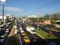 Tráfico pesado fte a UCA. Vía @Stak_Chavez