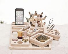 Make Up – Wooden Beauty Station/Makeup Organizer. Via en.DaWanda.com.