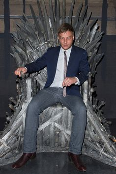 Jaqen on the Iron Throne! Actor Tom Wlaschiha poses on the Big Chair for a May 2015 Game of Thrones event in Berlin Tom Wlaschiha, Nico Mirallegro, Jaqen H Ghar, Louis Hofmann, Liam Cunningham, Luke Grimes, Andrew Mccarthy, Game Of Throne Actors, Eddie Izzard