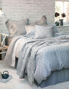 Ultra sleek, modern design of repeating teasles 100% Cotton (50% Egyptian) - 260 Thread Count