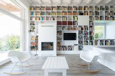 Image 24 of 64 from gallery of Home Library Architecture: 63 Smart & Creative Bookcase Designs. The Long Brick House / Foldes Architects.