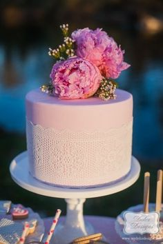 Bánh cưới màu hồng nhạt nhẹ nhàng