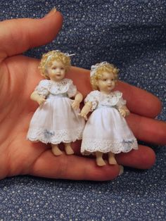 Tiny dolls perfect size for a doll house. Toddler Dolls, Child Doll, Reborn Baby Dolls, Victorian Dolls, Antique Dolls, Vintage Dolls, Victorian Dollhouse, Modern Dollhouse, Dollhouse Dolls