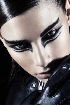the Black Swan /Fantasy Liner Bird Makeup, Eye Makeup Art, Beauty Makeup, Halloween Eye Makeup, Maquillage Halloween, Gothic Makeup, Fantasy Makeup, Black Swan Makeup, Black Swan Costume
