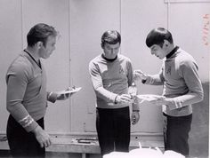 Star Trek B.B.Q. ~~~~ idek why i love seeing them eat behind the scenes so much, i just do