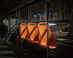 B37   桔黄色的椅子