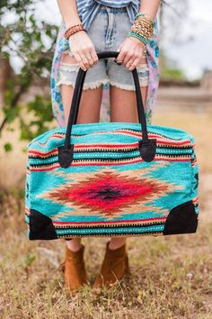 Oversized weekender travel bag in bohemian style beautiful wool carpet makes our Southwestern Weekender Duffle Bag. This Southwestern blanket style wool carpet fabrics trimmed and accented in elegant