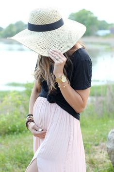 A simple pleated maxi skirt worn with a casual tee knotted above the bump makes for a great maternity style outfit!