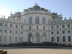 Italia 20 Residencias de la Casa Real de Saboya Cuando el duque Emmanuel Filiberto de Saboya trasladó su capital a Turín en 1562, quiso mostrar el poderío de su familia acometiendo la ejecución de una vasta serie de proyectos de construcción, que serían proseguidos por sus sucesores
