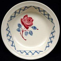 Plat rond cr BADONVILLER vintage rose rouge feuilles bleu gris hexagone treillis