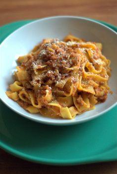 tagliatelle fatte in casa con ragù di lenticchie