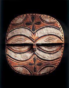 Masque : Afrique : Kidumu. R D C; Téké, Tsaayi groupe, 19th century. Wood, paint; H. 13 3/8 in. (34 cm) Prov: André Derain, 1930;