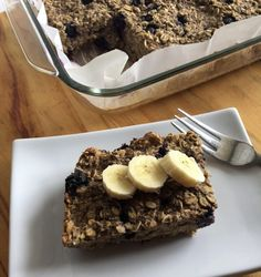 Quick and easy vegan breakfast for busy mornings. Vegan Blueberry, Blueberry Cake, Baked Oats, Baked Oatmeal, Quick Healthy Breakfast, Vegan Breakfast, Gluten Free Oats, Dairy Free, Free Gf
