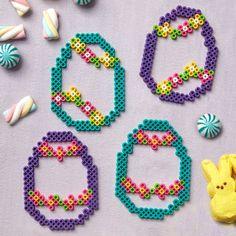 Hübsche minimalistische Eier Rahmen basteln mit Bügelperlen zu Ostern Melty Bead Patterns, Hama Beads Patterns, Beading Patterns, Pearler Beads, Fuse Beads, Easter Egg Pattern, Beading For Kids, Art Perle, Hama Beads Design