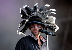 Jay Kay Photos - Jamiroquai frontman Jay Kay performs during day 2 of the Hard Rock Calling festival held in Hyde Park on June 2010 in London, England. Joe Biden, Donald Trump, Jay Kay, Martina Mcbride, Crazy Hats, Twitter Trending, Freddie Mercury, Man Crush, David Bowie