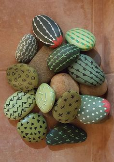 Hand painted rocks designed to look like desert cactus. What a great idea for an indoor cactus garden that doesn't require upkeep. Cactus Rock, Painted Rock Cactus, Mini Cactus, Cactus Cactus, Cactus Craft, Cactus Decor, Cactus Flower, Garden Cactus, Desert Cactus