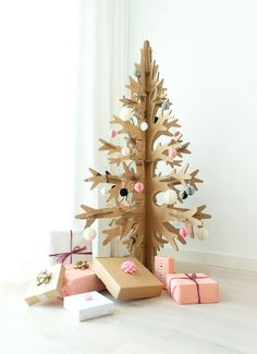This is alternative christmas tree made of 100% recycled cardboard. And yes, it comes in white and green, too