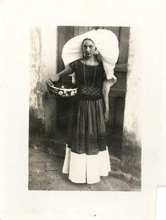Rosa Covarrubias vestida de tehuana by Edward Weston