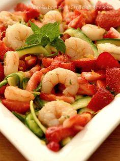 Profumi in cucina Insalata di fragole gamberi e zucchine