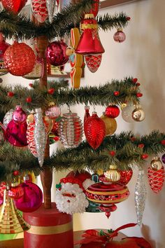Feather Tree #christmastree #christmastrees #christmasdecor #christmastreetheme #christmastreecolors  #christmasdecorations #deckthehalls #christmasspirit #GeneralChristmas #christmastreeornaments #christmastreetopper #Christmastreedecor #christmastime