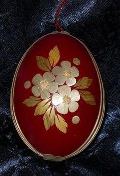 . Pictures On String, Felt Pictures, Eastern Eggs, Straw Art, Egg Shell Art, Egg Decorating, Egg Shells, Bottle Crafts, Needlework