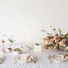 Simplicity in wedding table setting | floral design by @tingefloral