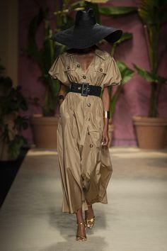 Apr 2020 - Luisa Spagnoli at Milan Fashion Week Spring 2020 - Runway Photos Milan Fashion Weeks, Fashion 2020, Look Fashion, Street Fashion, Runway Fashion, Spring Fashion, Fashion Show, Womens Fashion, Fashion Trends