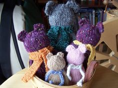 Cute bears for Charity knitting - Free pattern, too!
