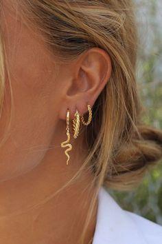 Pearl Ear Cuff, Pearl Cuff Earring, Ear Cuff no piercing, Pearl Earrings, Conch Hoop - Custom Jewelry Ideas Innenohr Piercing, Cute Ear Piercings, Double Lobe Piercing, Helix Piercing Jewelry, Double Cartilage, Ear Piercings Cartilage, Multiple Ear Piercings, Helix Earrings, Belly Button Piercing