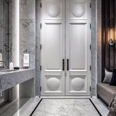 Discover contemporary luxury bathroom design ideas for your house | www.bocadolobo.com #bocadolobo #luxuryfurniture #exclusivedesign #interiodesign #designideas #homedecor #homedesign #decor #bath #bathroom #bathtub #luxury #luxurious #luxurylifestyle #luxury #luxurydesign #tile #cabinet #masterbaths #tubs #spa #shower #marble #luxurybathroom
