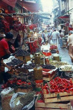 Market in scilly 🇮🇹 Palermo Italy, Sicily Travel, Traditional Market, Italian Life, Fantasy Places, Catania, Southern Italy, Beautiful Places To Travel, Travel Inspiration