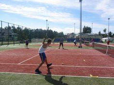 Gra w tenisa jest prestiżowym sportem.  #obozysportowe #obozymlodziezowe #kolonie #tenis