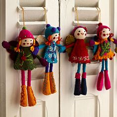 Deck Your Halls with Felt Christmas Crafts, unexpected colors to cozy up your home and brighten your holiday home with these Christmas decorations. Felt Christmas Ornaments, Christmas Tree Decorations, Christmas Crafts, Christmas Ideas, Xmas Elf, Felt Fairy, Fairy Dolls, Felt Dolls, Doll Crafts