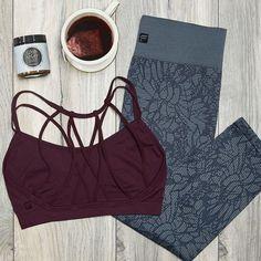 Mit einer kurzen Yoga Session und leckerem Tee bist Du entspannt gelockert und bereit für einen erholsamen Schlaf!  #Yoga #GuteNacht #Workout