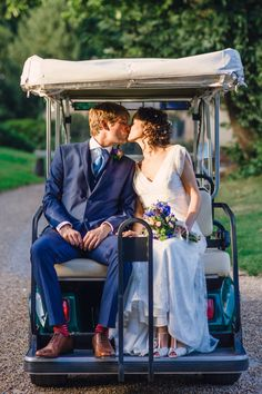Who can resist a golf buggy getaway?!
