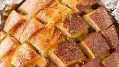 Cheese and Garlic Crack Bread (Pull Apart Bread) #recipes >> #drink >> #cookies Beef Chops, Boneless Pork Chops, Salted Caramel Chocolate Cake, Chocolate Caramels, Hawaiian Bread Recipe, Crack Bread, Steak Casserole, Jiffy Cornbread, Cinnamon Cake